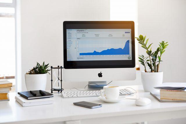 Computer med energidata statistik fra eviShine