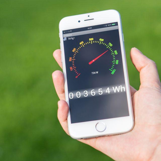 eviShine app bliver vist på telefon